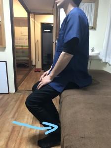 膝を曲げる