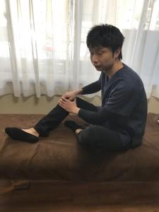 片足を出す